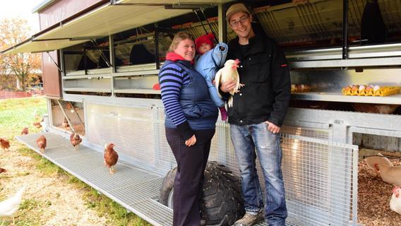 350 Legehennen: Osterdorfer erfüllt sich Traum vom Hühnermobil