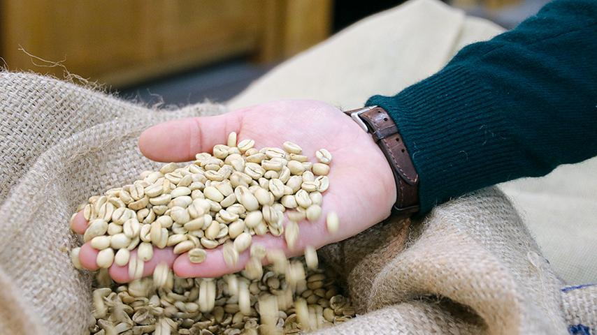 In Röttenbach arbeiten Vater und Sohn am perfekten Kaffee