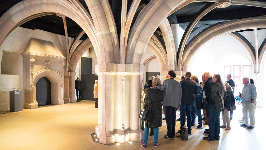 Das Gewölbe im Erkersaal der Cadolzburg trägt die Decke nicht, die von oben abgehängt ist. Es zeichnet als Museumsstück die historische Bauweise nach.