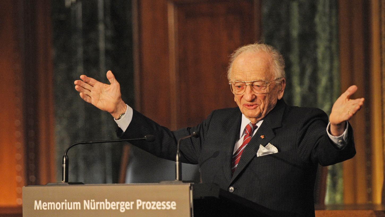 Ben Ferencz, der letzte noch lebende Chefankläger, 2010 bei der Eröffnung des Memorium Nürnberger Prozesse. Zu seinem 100. Geburtstag erscheint ein Buch über sein bewegtes Leben und seinen unermüdlichen Kampf für Gerechtigkeit und Frieden in der Welt.