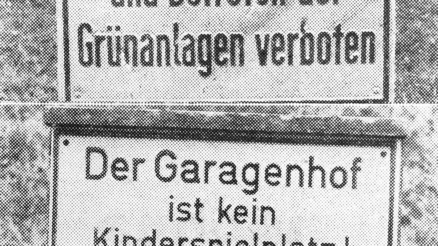 Die Planer der Trabantenstadt müssen sich eine provozierende Frage gefallen lassen: Ist Jungsein in Langwasser verboten? Acht Jugendliche im Alter von 13 und 14 Jahren wollen es wissen. Sie gingen mit dem Fotoapparat durch Langwasser. Verbotsschilder begleiteten sie auf Schritt und Tritt. Auf der einen Seite fanden sie Riesenparkflächen, auf der anderen Seite kümmerliche Sandkuhlen für die Kinder.Hier geht es zum Artikel vom12. November 1970: Jungsein ist verboten