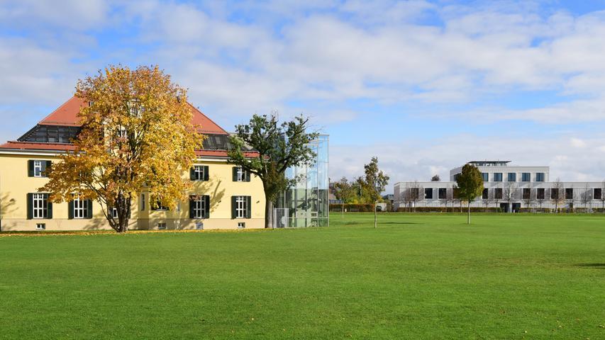 Die ehemalige Schickedanz-Villa im Südstadtpark war einst Wohnhaus der Versandhaus-Familie, heute ist sie Sitz der Wilhelm-Löhe-Hochschule (WLH).