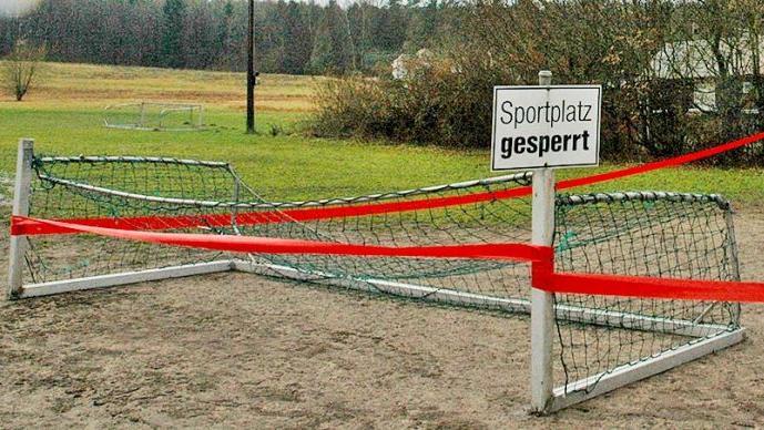 Nicht nur die Fußballplätze sind gesperrt, auch die Hallen.