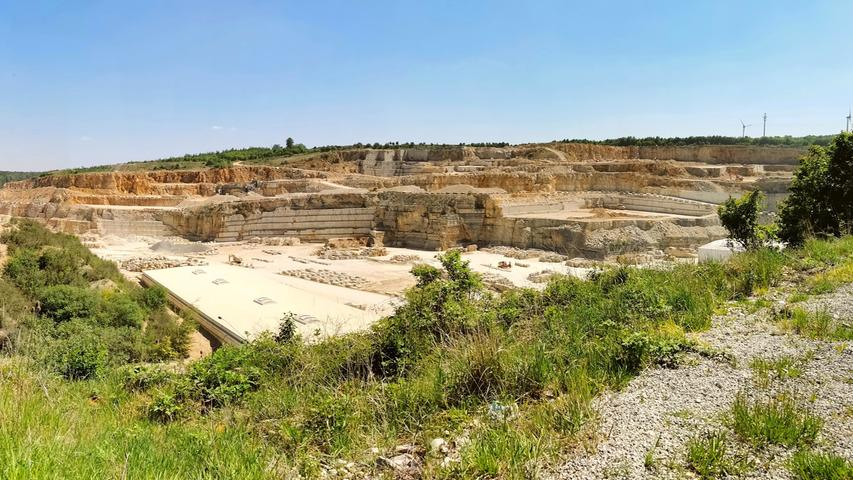 Mit ihren vier Steinbrüchen im Altmühltal südlich von Treuchtlingen und ihren gut 400 Mitarbeitern zählt die Firma Franken-Schottern zu den ganz Großen in der Naturstein-Branche.