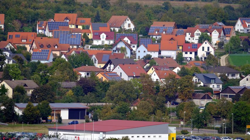 Aber auch viele Bürger haben sich mittlerweile Solarzellen auf das Dach machen lassen.