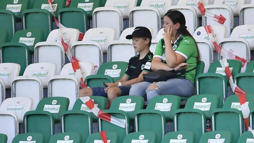 Diesen Besuch im Ronhof wird der Bub wohl nicht so schnell vergessen, wenn auch im negativen Sinn: Gegen Osnabrück im September mussten die wenigen Fans auf den Rängen Abstand zueinander halten.