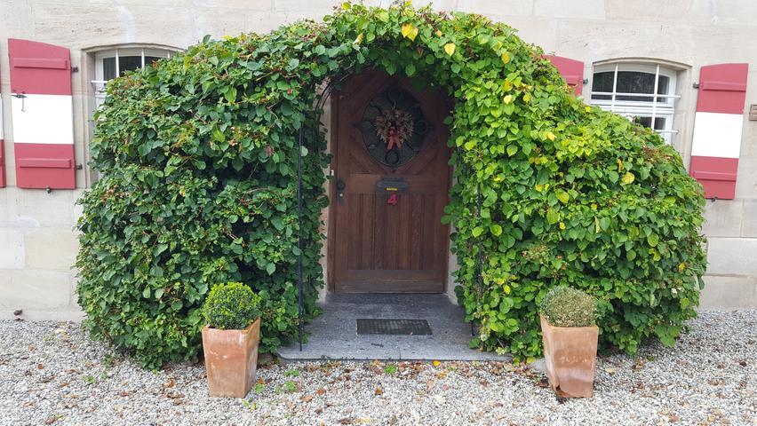 Wie bei den Hobbits: Diesen hübschenEingang in Brunn hat Leser Bernd Holzamer fotografiert.