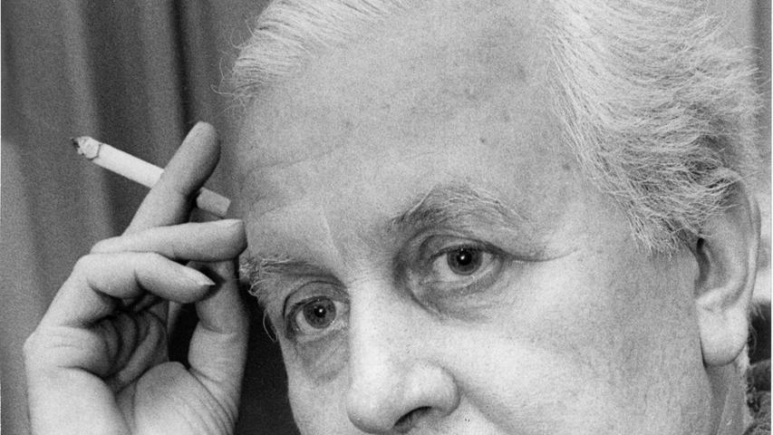 Nürnbergs künftiger Schauspieldirektor wird – trotz vieler Unkenrufe – 1972 Hesso Huber heißen. Nach dem Ausscheiden von Generalintendant Karl Pschigode kann dieser Theatermacher bis zu seiner Pensionierung das künstlerische Niveau, die Personal- und Spielplanpolitik dieser Sparte bestimmen. Hier geht es zum Kalenderblatt vom 16. November 1970: Hesso Huber wird Schaupsielchef