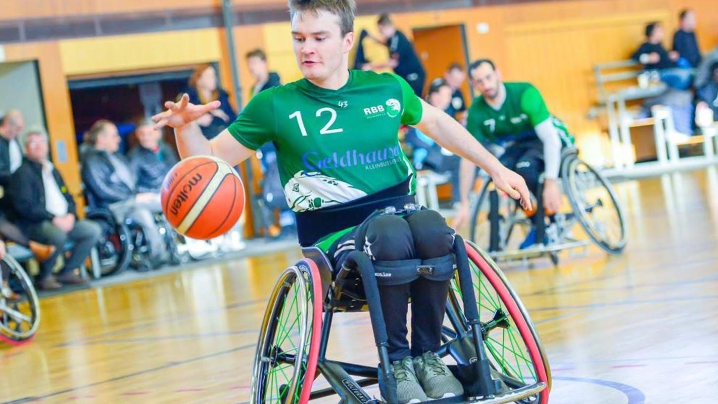 Könner mit Rollstuhl und Basketball: Lukas Gloßner spielt für Ingolstadt (Erster der Landesliga), für München (1. Bundesliga) und für die U22-Nationalmannschaft.