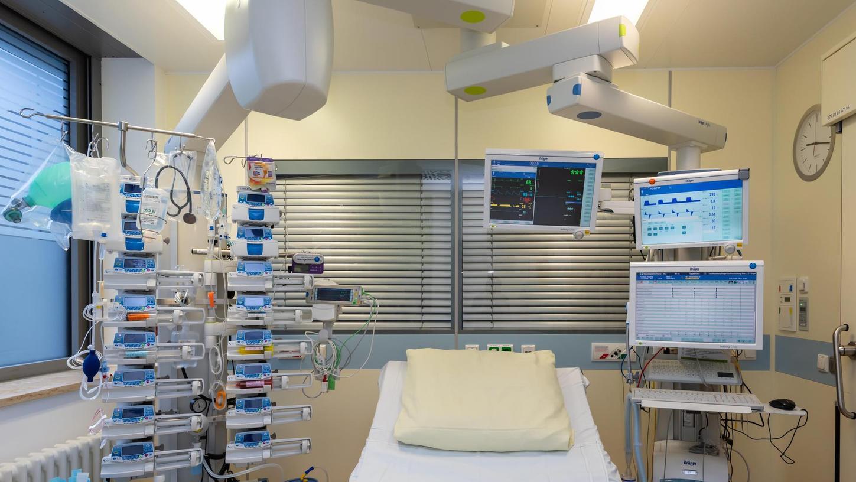 Das Uni-Klinikum Erlangen wappnet sich für einen Anstieg an Corona-Patienten, die intensiv betreut werden müssen.
