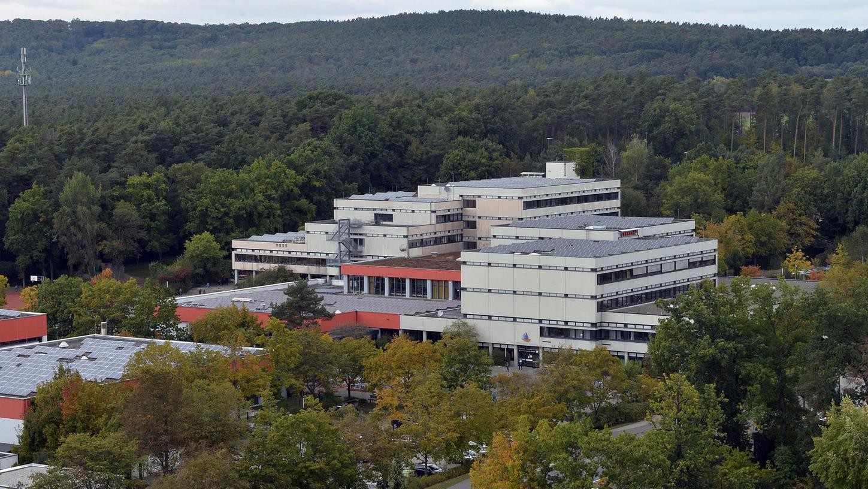 Die Tage des Emil-von-Behring-Gymnasiums in Spardorf sind gezählt: Inzwischen hat auch der Gemeinderat grünes Licht für Abriss und Neubau gegeben. Zurzeit wird die Bauleitplanung mit dem geänderten Bebauungsplan erneut öffentlich ausgelegt,