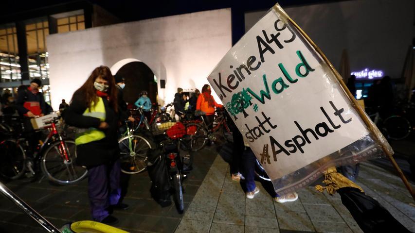 Fridays for future-Demo: Aktivisten radeln über Frankenschnellweg