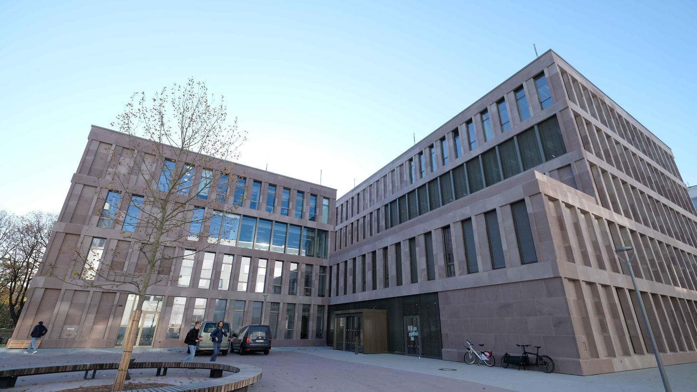 Der Bau des neuen Informationszentrums der Technischen Hochschule Nürnberg mit Rechenzentrum und Bibliothek ist nach sechs Jahren abgeschlossen.