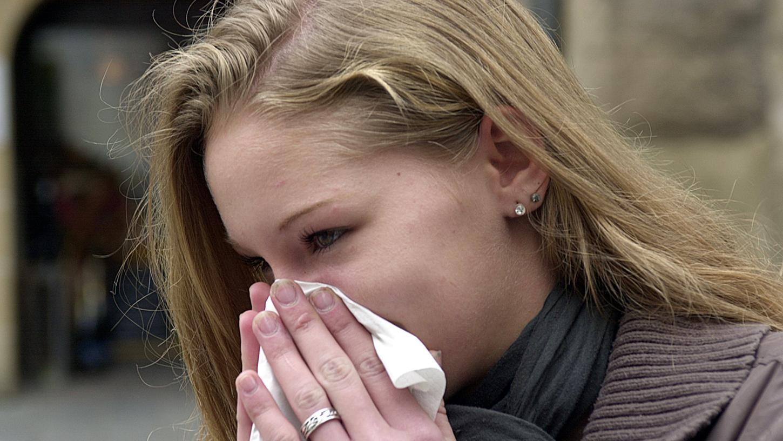 Schnupfen ist eines der Symptome, die auf eine Erkrankung mit der Delta-Variante des Corona-Virus hindeuten.