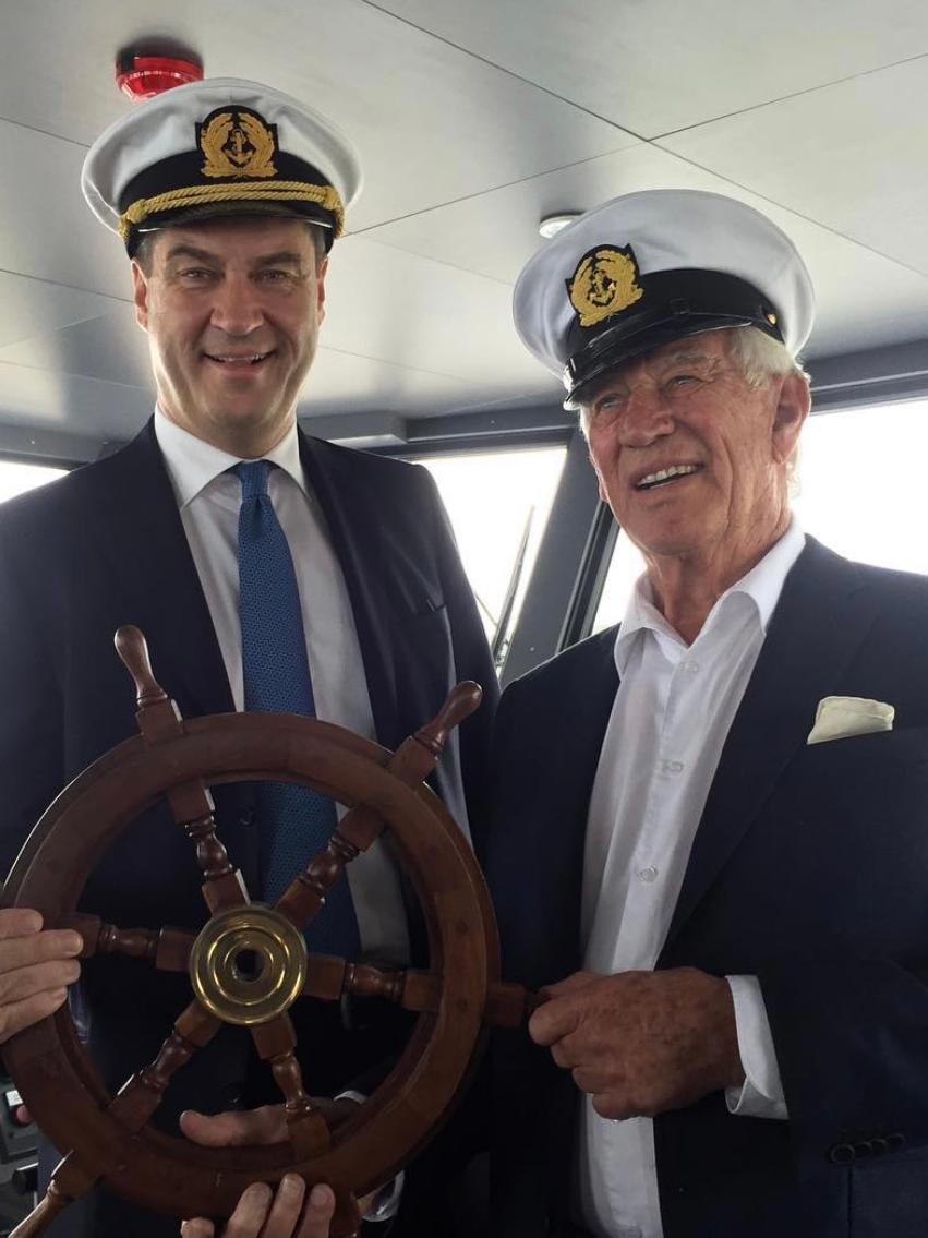 Im Juni 2016 postete Söder dieses Bild mit Traumschiff-Kapitän Siegfried Rauch.