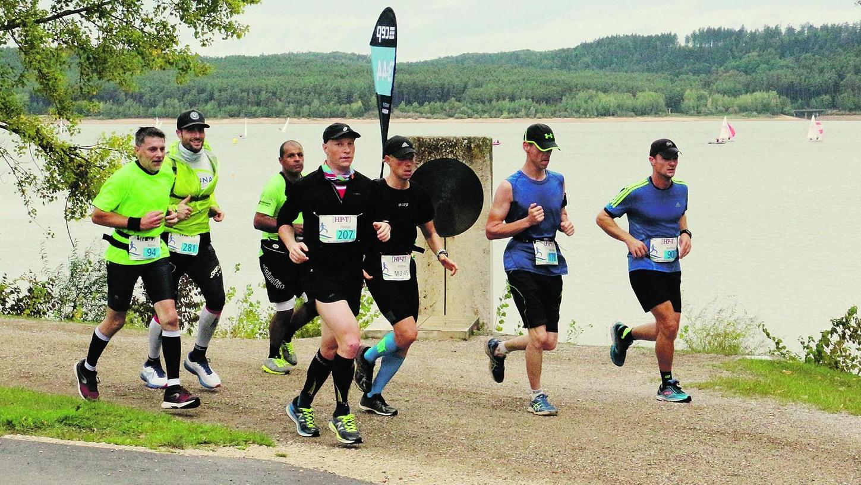 Gelaufen wird im Seenland – wie hier am Großen Brombachsee – weiterhin fleißig. Doch den Sportlern fehlen die Wettbewerbe.