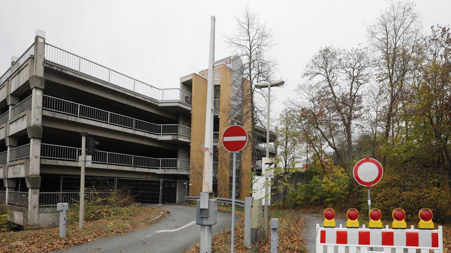 Das von Pendlern gern genutzte Parkhaus in Röthenbach bei Schweinau, das dank seiner bequemen U-Bahn-Anbindung ins Zentrum viel Auto-Verkehr aus der Stadt herausgehalten hat, steht vor dem Abriss.