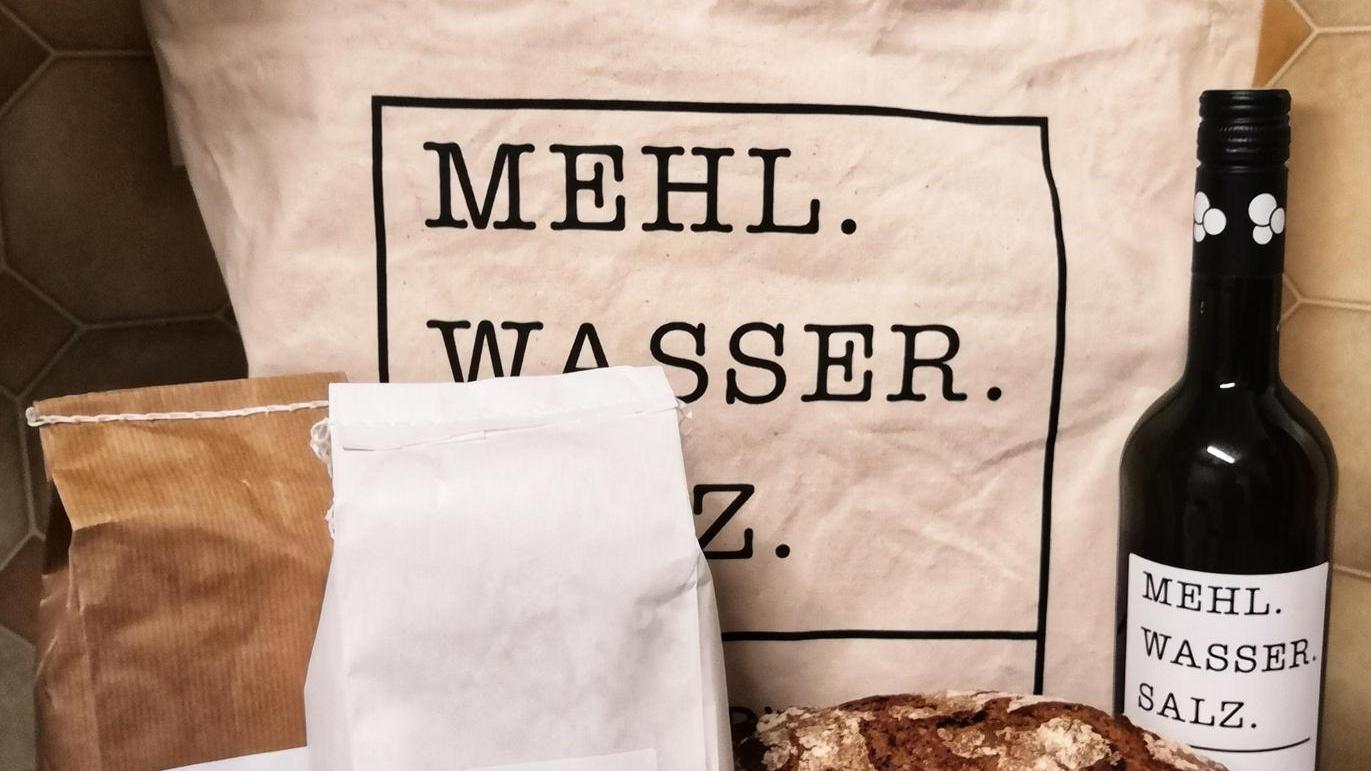 Ein Paket für Quarantäne und Lockdown: Alles für Brot und eine gute Stimmung.