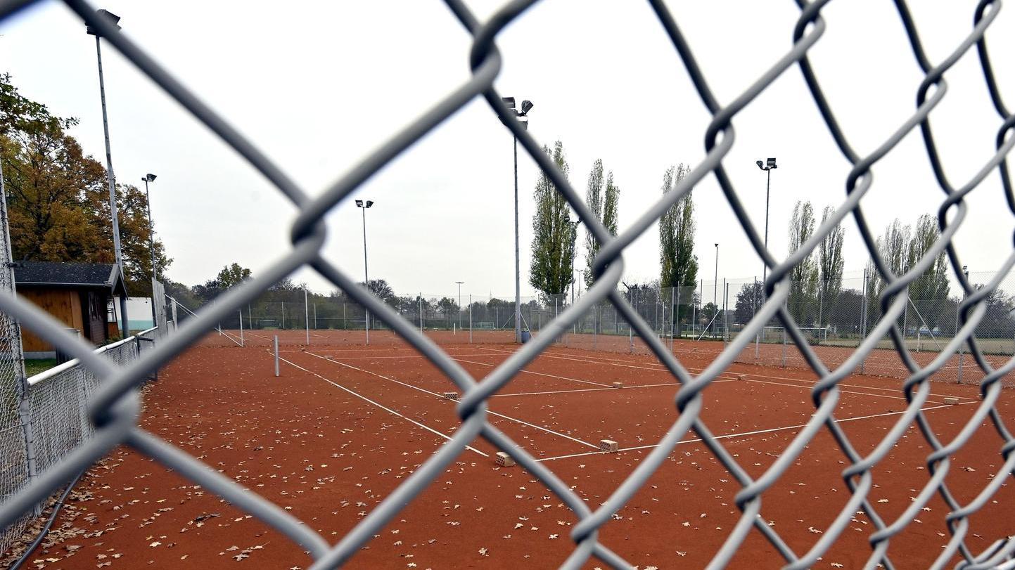 Leere Tennisplätze, leere Sporthallen: Der Lockdown hat den Vereinssport – hier beim FSV Erlangen-Bruck – lahmgelegt.