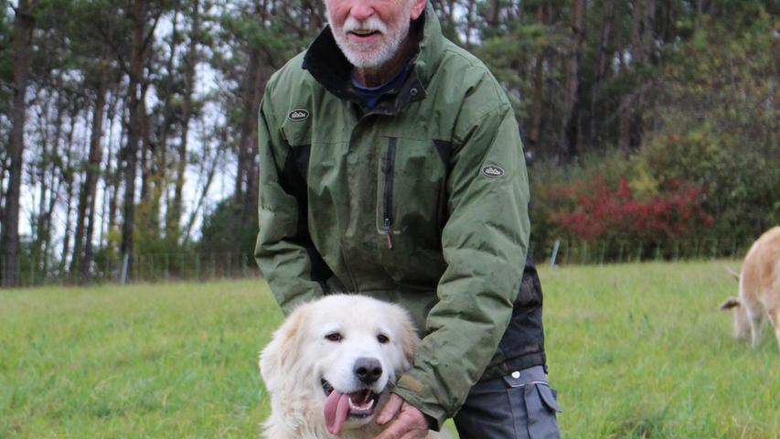 Hier hat sich Peter Dobrick den zweijährigen Ewal für ein Foto geschnappt.