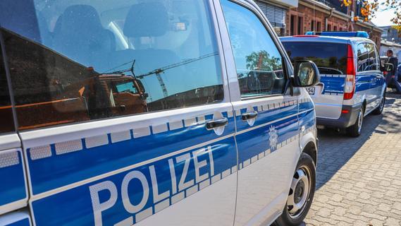 Alkoholisiert und mit Kot beschmiert: Nackter Mann greift Polizistin in Nürnberg an