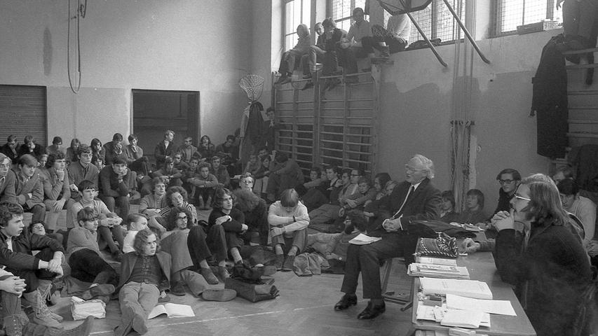 An vier Nürnberger Gymnasien wurde gegen Numerus clausus demonstriert. Hier geht es zum Kalenderblatt vom21. November 1970: Schüler-Streik als großer Teach-in.
