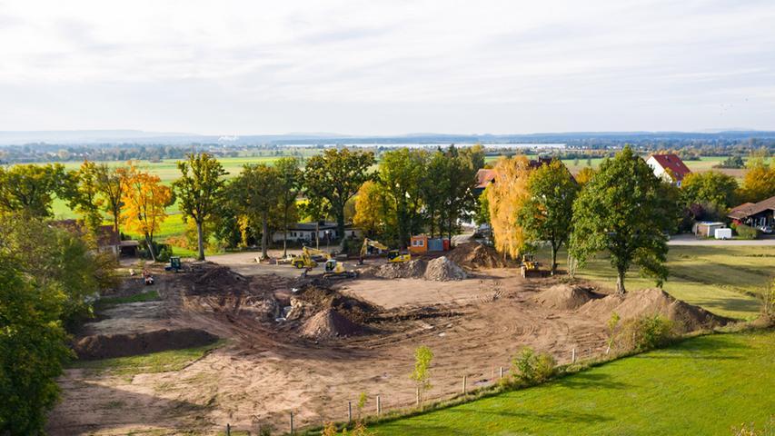 Rund zwei Jahre dauerten die Planungen für das Premium-Chaletdorf in Büchelberg. Jetzt erfolgte die offizielle Grundsteinlegung.
