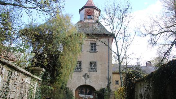 1000 Jahre altes Märchenschloss unter dem Hammer