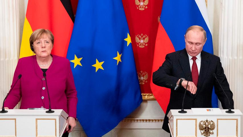 Merkel hatte im Jahr 2012 Russlands Staatschef Putin für seinen Umgang mit der Opposition und insbesondere der Punk-Band Pussy Riot kritisiert. Doch der schaltete auf stur. Merkel reagierte mit einem kleinen Seitenhieb in russische Richtung: