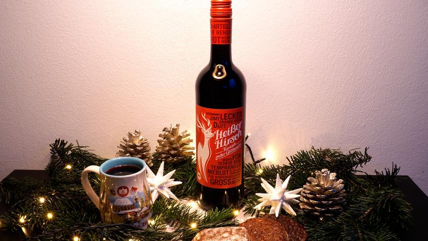 Dieses Jahr fällt der obligatorische Weihnachtsmarkt-Besuch mit gemütlichem Glühwein-Trinken aus.Warum also nicht zu Weihnachten eine Flasche Glühwein schenken? Unsere Redaktion hat für Sie getestet und hier die besten Glühweine für die Weihnachtszeit zusammengestellt.