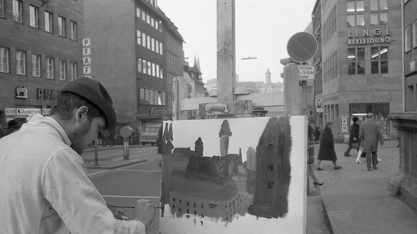 Wie stehen die Nürnberger zur Kunst? Die Antwort auf diese Frage suchte ein Mitarbeiter der NN in der Praxis. Er, der in seiner Schulzeit im Zeichnen immer einen Fünfer hatte, betätigte sich vor dem Tugendbrunnen als Maler und bepinselte eine Leinwand. Hier seine Erlebnisse. Hier geht es zum Kalenderblatt vom28. November 1970: Ein Laie pinselte Nürnbergs Burg