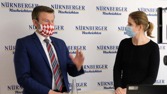 OB Marcus König am Lesertelefon und im Facebook-Livestream , hier mit Franziska Holzschuh.