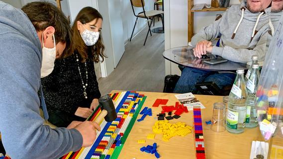 Basteln für Barrierefreiheit: Würzburger Verein baut Rampen aus bunten Legos