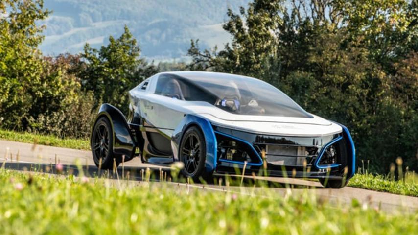 Leichtfahrzeug mit Brennstoffzelle - auch das ist denkbar: Das Deutsche Zentrum für Luft- und Raumfahrt (DLR) hat diesen wasserstoffbetriebenen Klein-Sportler entwickelt. Vorerst handelt es sich beim Safe Light Regional Vehicle (SLRV) aber nur um einen Prototypen.