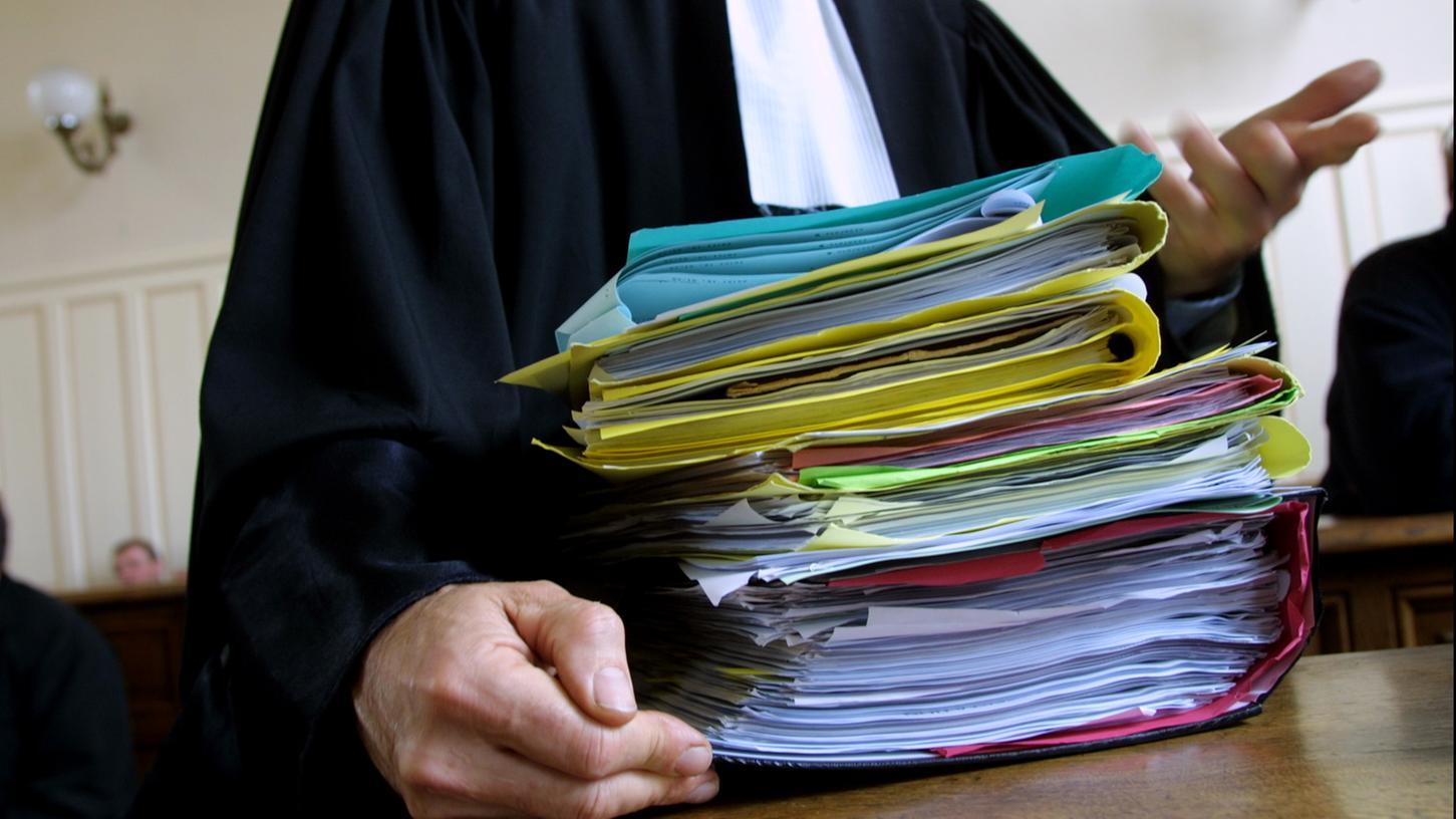 In der Krise stapeln sich die Eilanträge – die Gerichte erwarten Klagewellen.