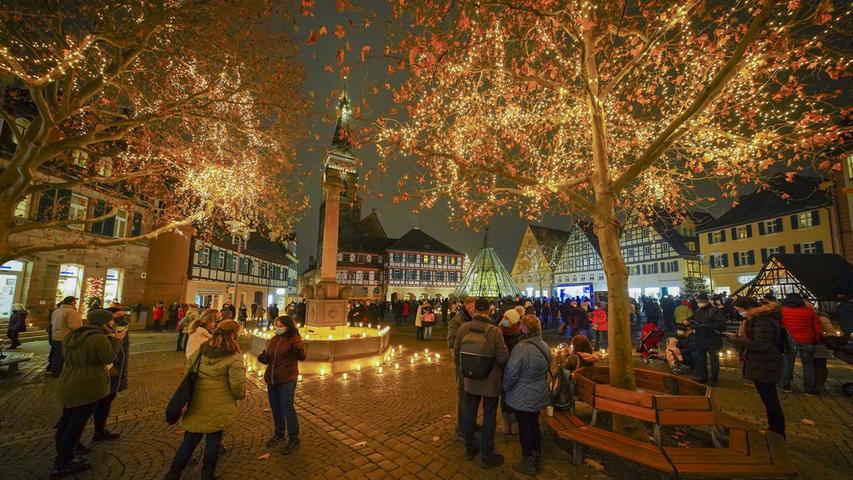 Schwabach glänzt Freitagabend.Schwabach glänzt im Advent 2020.Foto Salvatore Giurdanella