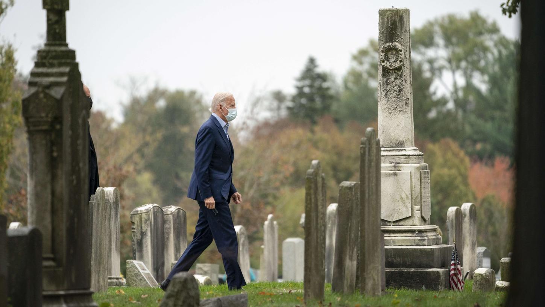 Hier sind seine Frau Neilia, sein Sohn Beau und seine Tochter Naomi begraben: Kurz nach seinem Wahlsieg besuchte Joe Bidenden Friedhof seiner Heimatgemeinde Wilmington.