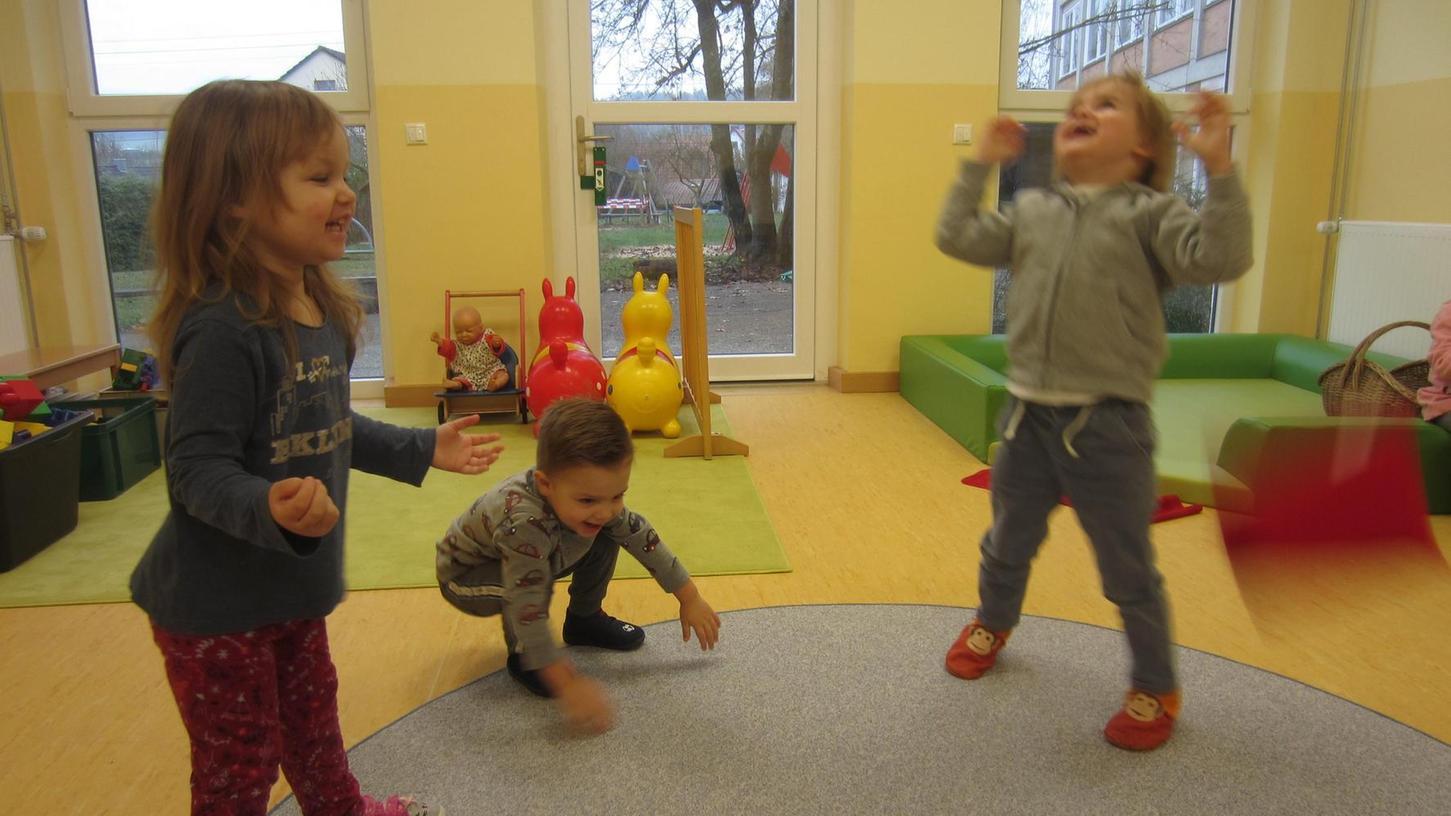 Gundelsheimer Kindergartenkinder im Spiele-Glück: Der städtische Kindergarten sowie die Einrichtungen in Wettelsheim und am Burgstall haben im Frühjhar 2021 je zwölf zusätzliche Krippenplätze.