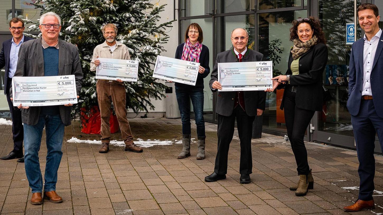 Dem Familienunternehmen vfm in Pegnitz war und ist es eine Herzensangelegenheit, hilfsbedürftige Menschen zu unterstützen. Regional unterstützt vfm fünf Organisationen mit jeweils 5000 Euro.