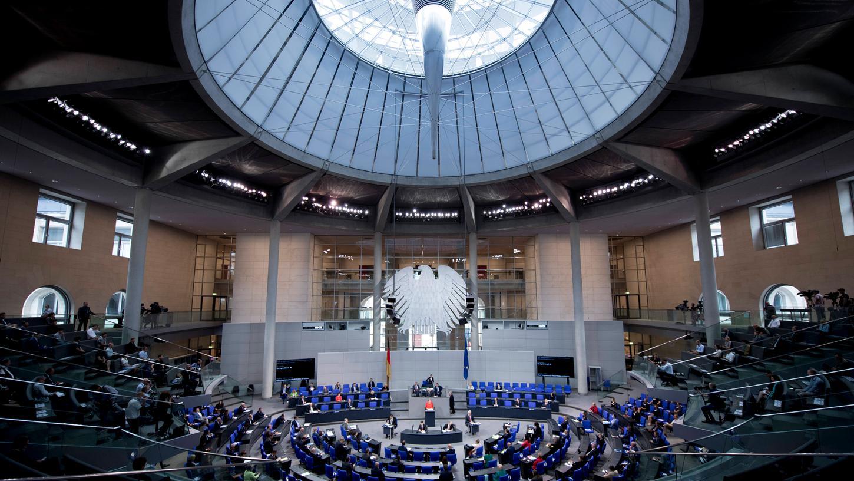 Der Bundestag wächst von 709 auf 735 Abgeordnete.