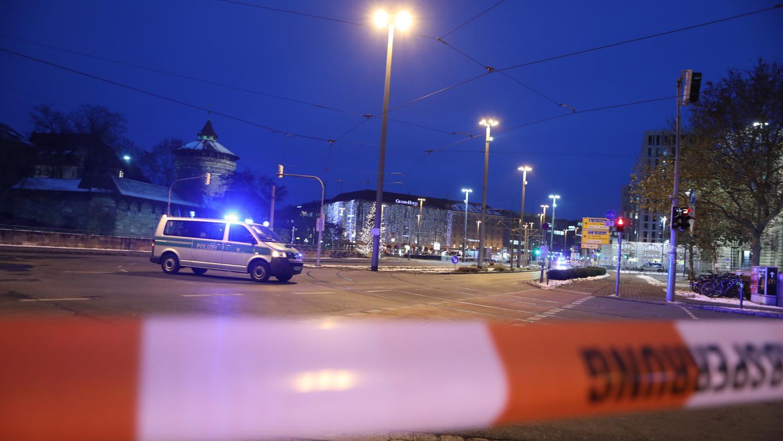 Der Bahnhofsvorplatz wurde von der Polizei genauso abgesperrt wie Teile der Bahnhofs- und Königstraße.