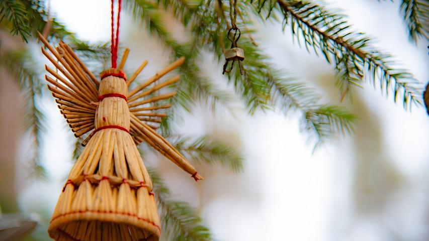 Die strengen Kontaktvorschriften werden über die Weihnachtstage gelockert. In der Zeit vom 23. bis zum 26. Dezember dürfen sich bis zu zehn Personen treffen, die Anzahl der Haushalte spielt dabei keine Rolle. Kinder und Jugendliche unter 14 Jahren werden dabei nicht mitgezählt.