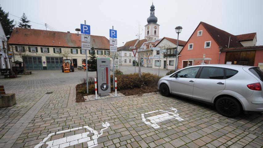 Die E-Ladesäule für Pkw am Marktplatz ist erst seit ein paar Monaten installiert.