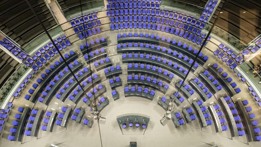 Bundestagsabgeordnete sind gut bezahlt. Wir haben zusammengestellt, welche Gelder sie erhalten. Die sogenannte Abgeordnetenentschädigung, quasi das Gehalt, ist im Grundgesetzin Artikel 48 Absatz 3 geregelt. Dort steht, dass