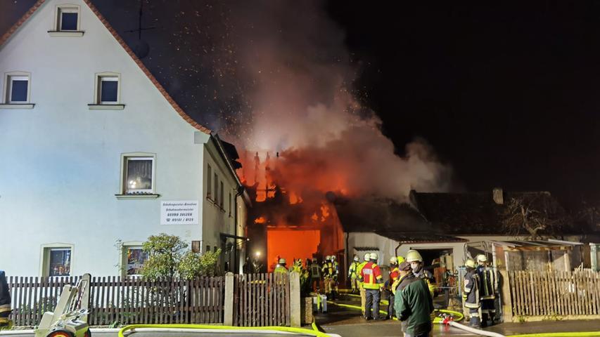 Flammen im Landkreis Fürth: Feuerwehr nach Brand im Großeinsatz