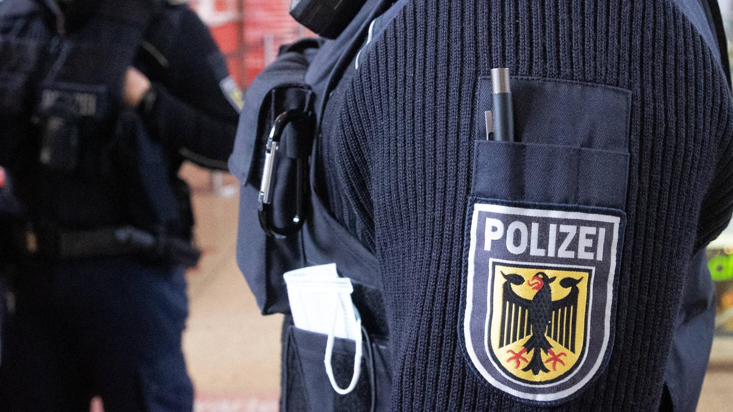 Die Polizei darf Privatwohnungen zwar durchsuchen - doch die Hürden sind hoch.