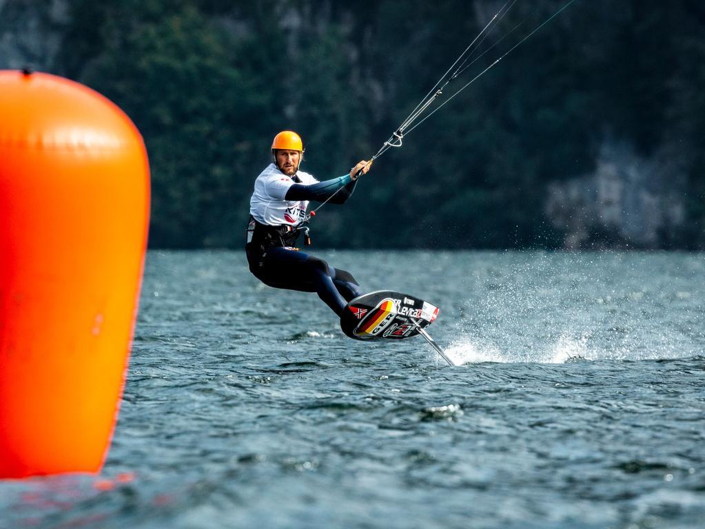 Foto: Alex Schwarz Motiv: Kitesurfen, Florian Gruber und Leonie Meyer, Mixed-Staffel, Europameisterschaft 2020 am Traunsee in Österreich Datum: 9/20