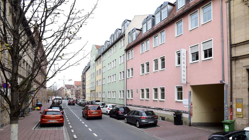Das Impfzentrum befindet sich im Gebäude des früheren Seniorenheims Curanum in der Fürther Rosenstraße.