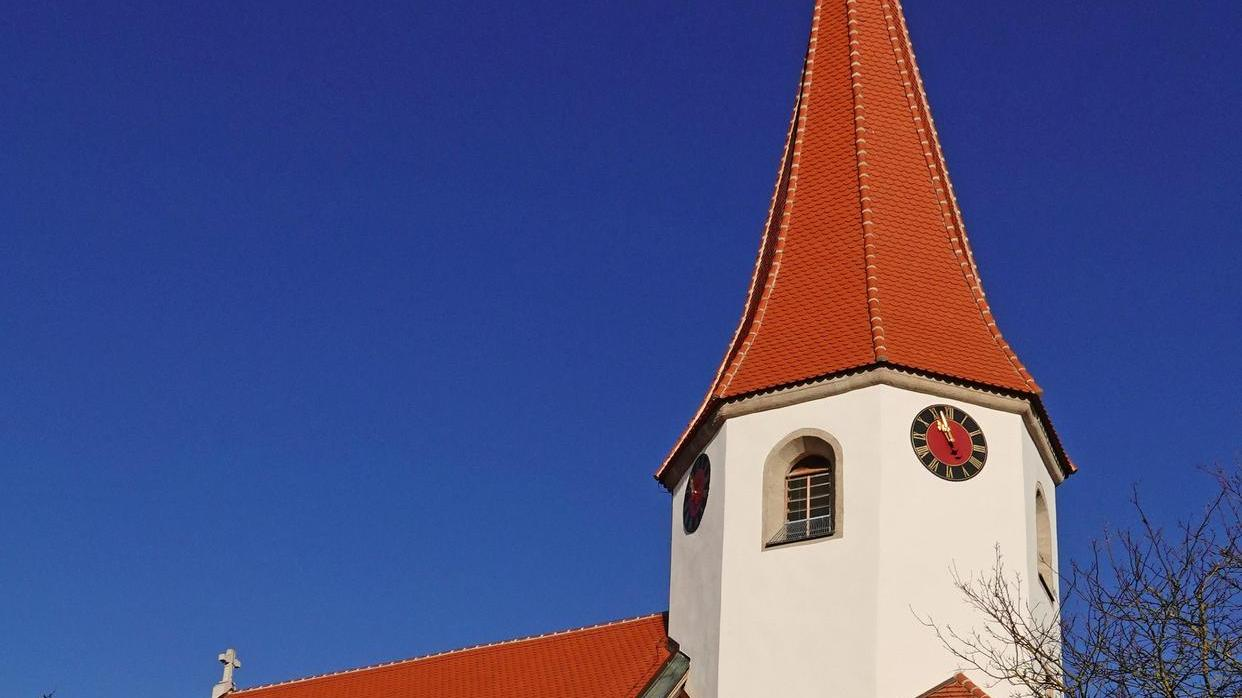 Die Sanierungsarbeiten an der evangelischen Kirche in Wachenhofen sind abgeschlossen. Rechtzeitig vor Weihnachten wurde sie nun wieder eingeweiht.
