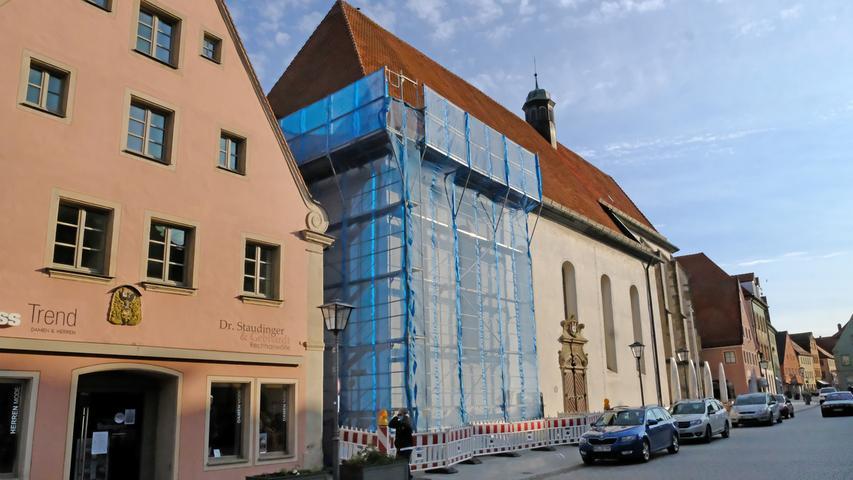 Der Dachschaden der Saison: Die Weißenburger Karmeliterkirche musste im Herbst überraschend gesperrt werden. Der Grund: ein Balken im Dachstuhl war gebrochen und machte eine sofortige Reparatur nötig. Die ging zwar relativ schnell vonstatten, sodass man bald wieder öffnen konnte, aber zum einen sind Veranstaltungen derzeit ohnehin nicht erlaubt und zum anderen muss die Grundsatz-Sanierung nun in 2021 angegangen werden. Allzuviele rauschende Feste wird das Kulturzentrum bis dahin wohl kaum mehr erleben.